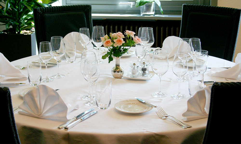 restaurant Maison Rouge Saeul salle table