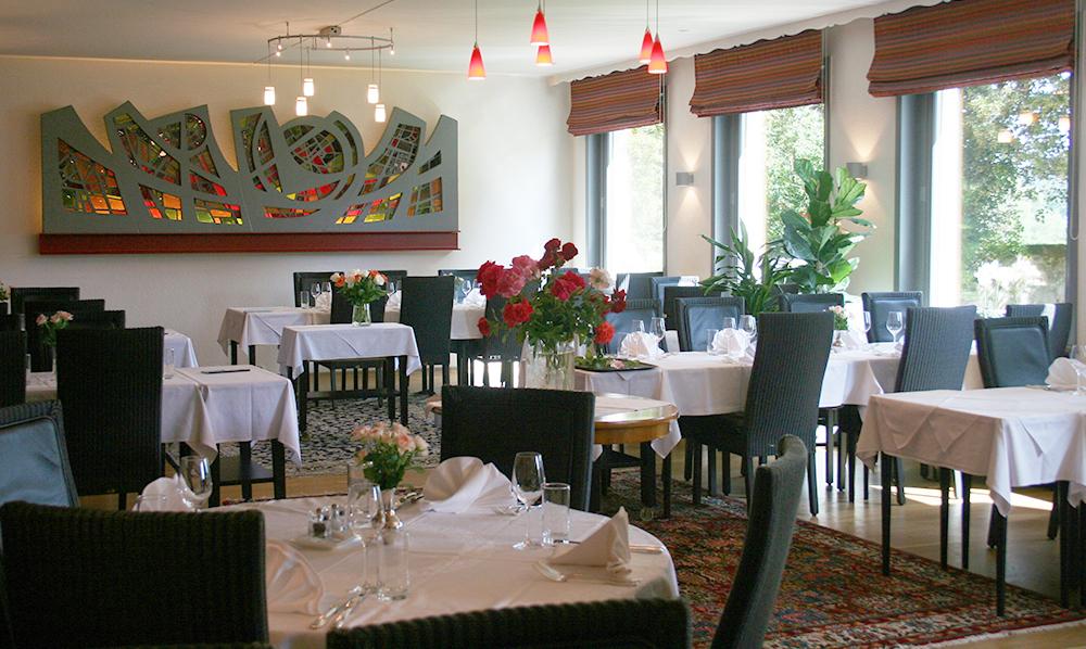 restaurant Maison Rouge Saeul salle tables